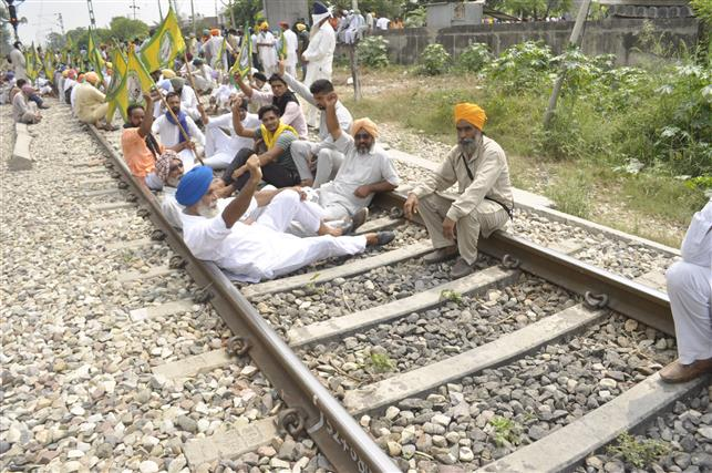 Farm bodies to block roads, rail traffic at 125 locations across Punjab on Friday
