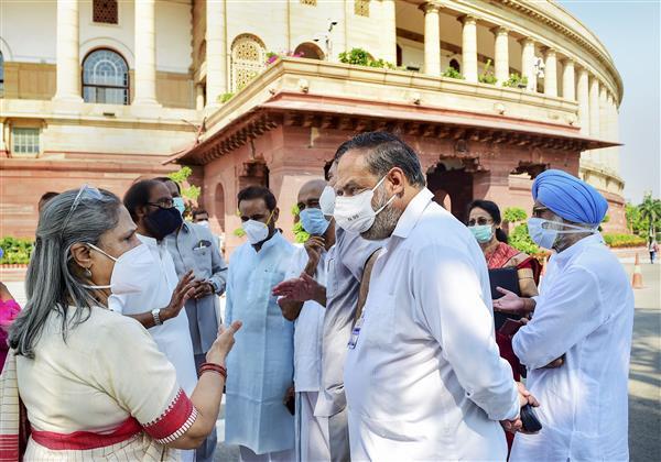 No farmer in anti-Bill agitation, says govt; Oppn boycotts Lok Sabha as well