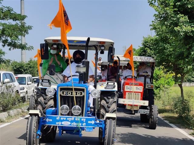 SAD chief Sukhbir, Harsimrat lead tractor march from Badal village to protest against farm Bills