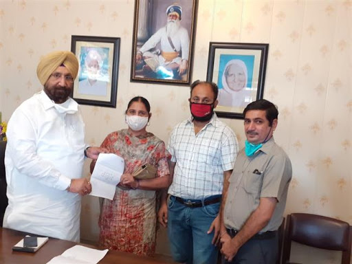 Cooperation minister hands over insurance claim amount of Rs.25 Lakh each to family members of three employees who lost their lives battling covid-19