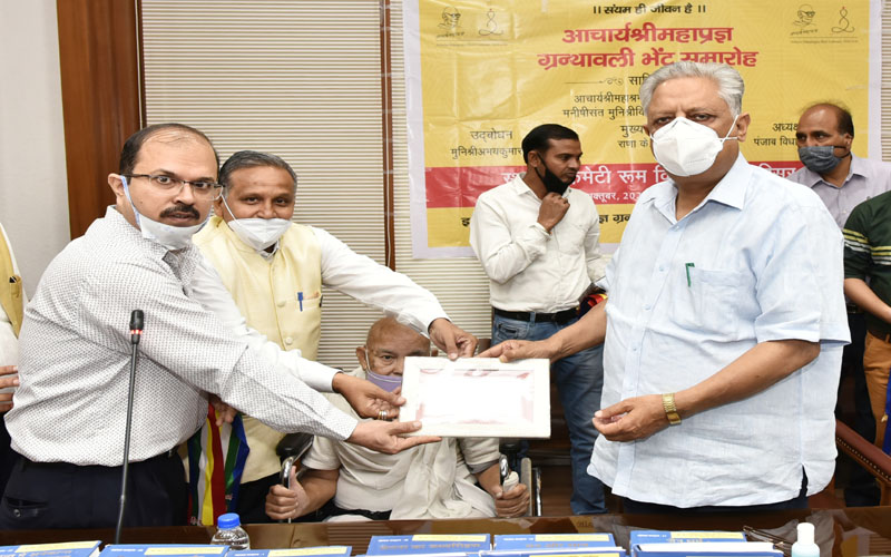 Rana KP Singh receives set of books penned by Acharya Sri Mahapragya