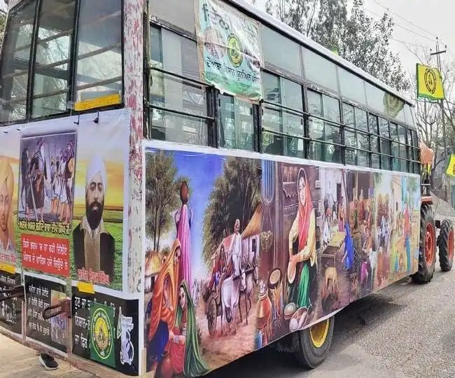 Ludhiana Farmer made Tractor Trolley for Two lakhs, Put pictures of Martyrs