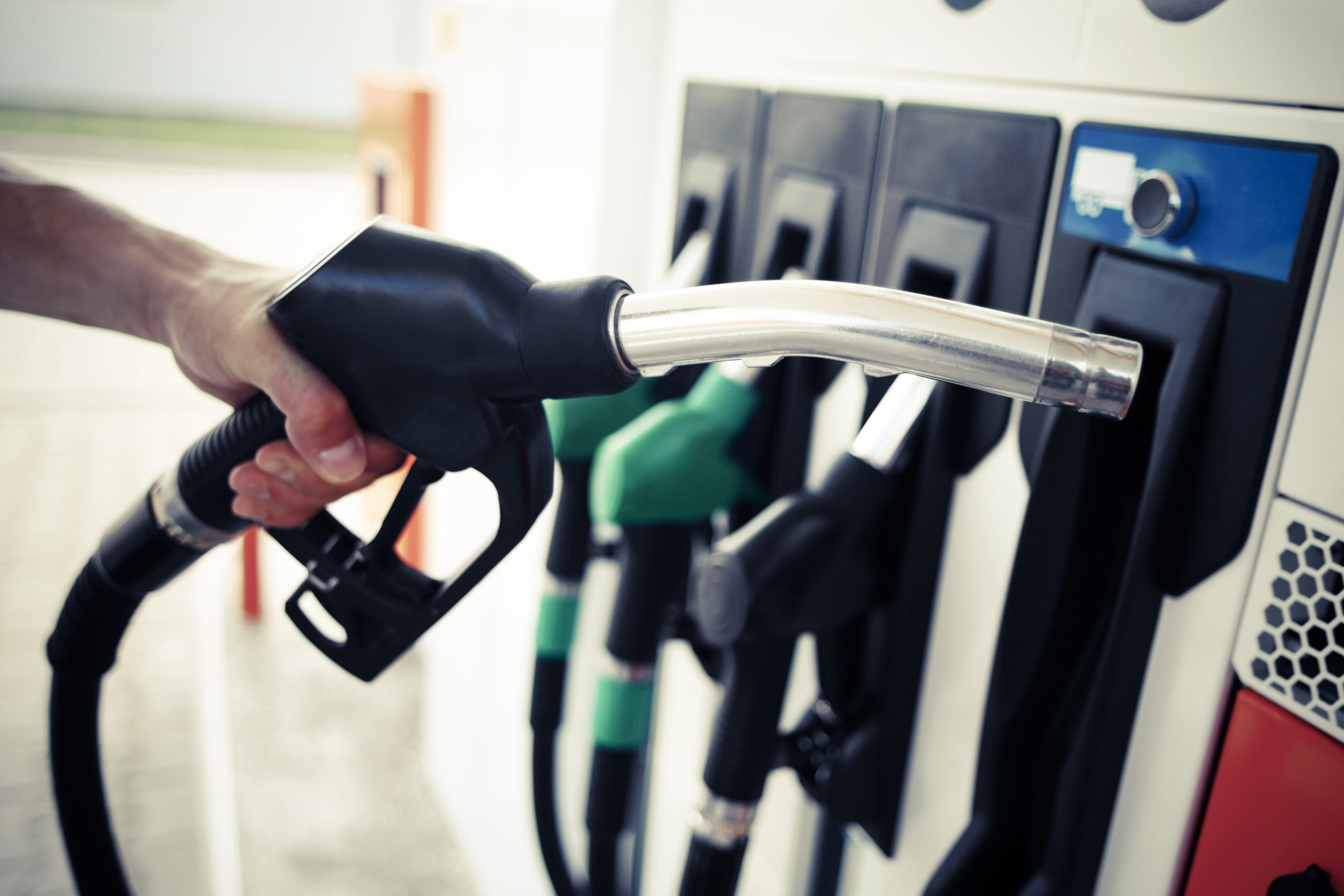 Canadians face record gas prices ahead of Thanksgiving weekend